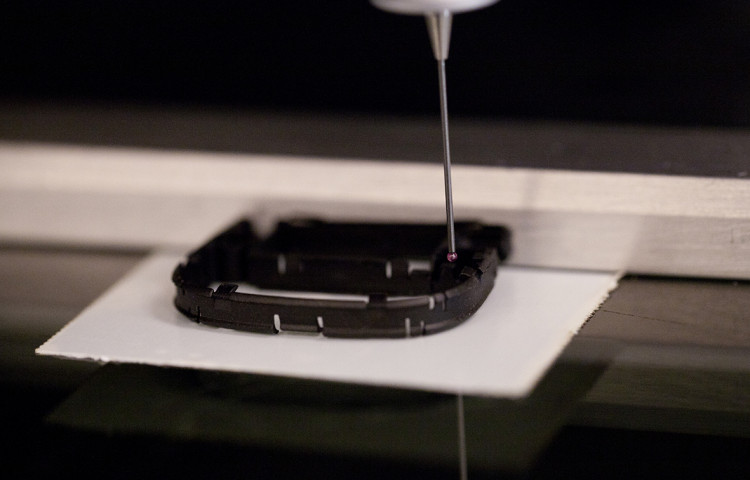 Measuring Injection-Moulded Plastic Parts - Werth Video-Check IP, with multi-sensor technology