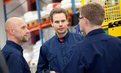 Expanding plant for production of injection-moulded plastic components